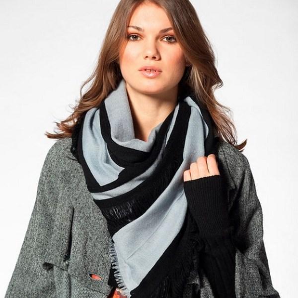 Шарфы из льна и вискозы - отличное дополнение к демисезонному пальто