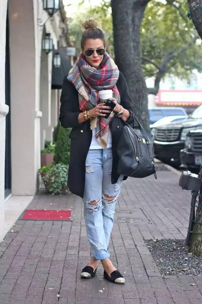 Клетчатый палантин - одна из наиболее популярных разновидностей шарфа