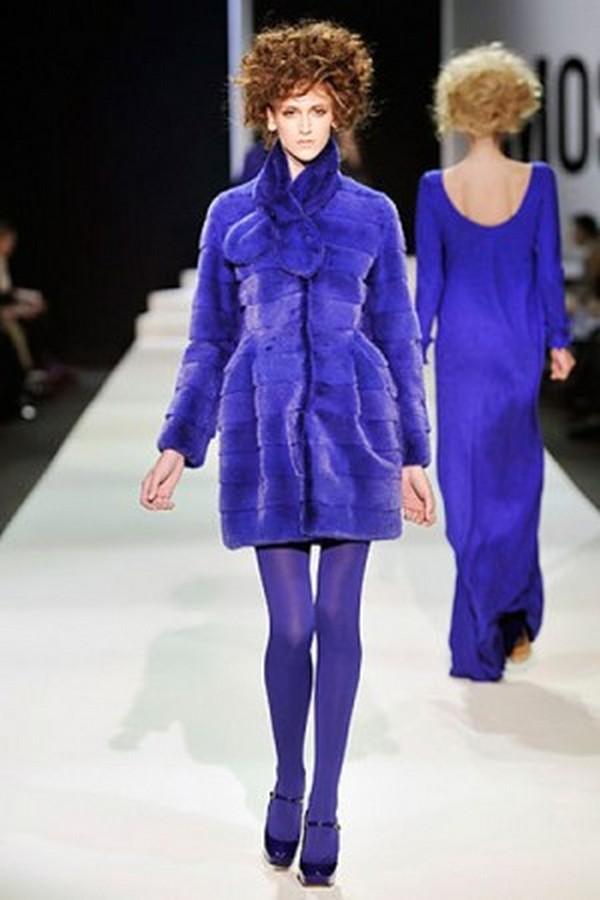 Фиолетовый монолук– лучшее задействование колготок такого цвета