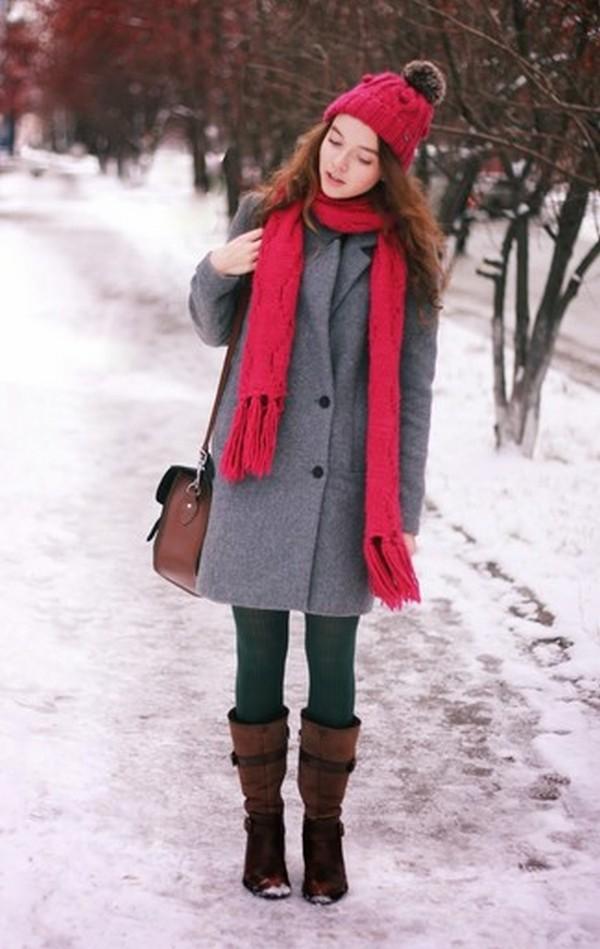 Классическое серое пальто и коричневые сапоги – пример зимней капсулы на каждый день