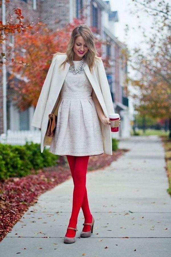 Красные колготки и белое платье – праздничный лук для стильных леди