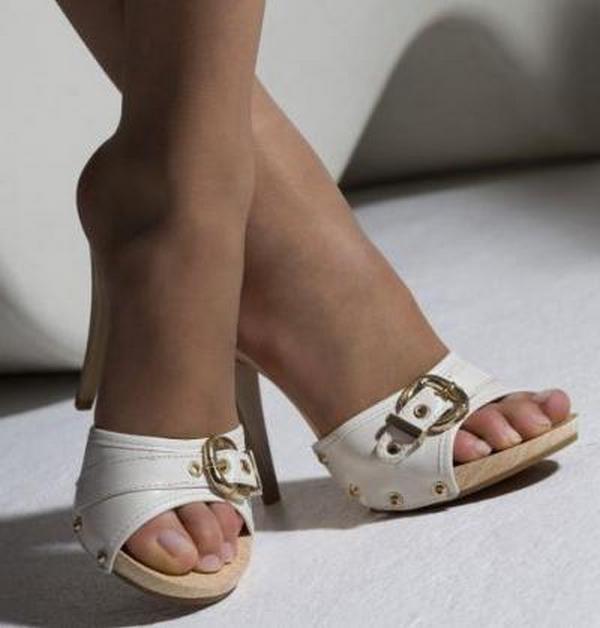 Колготки без пальцев – лучший выбор для носки с босоножками