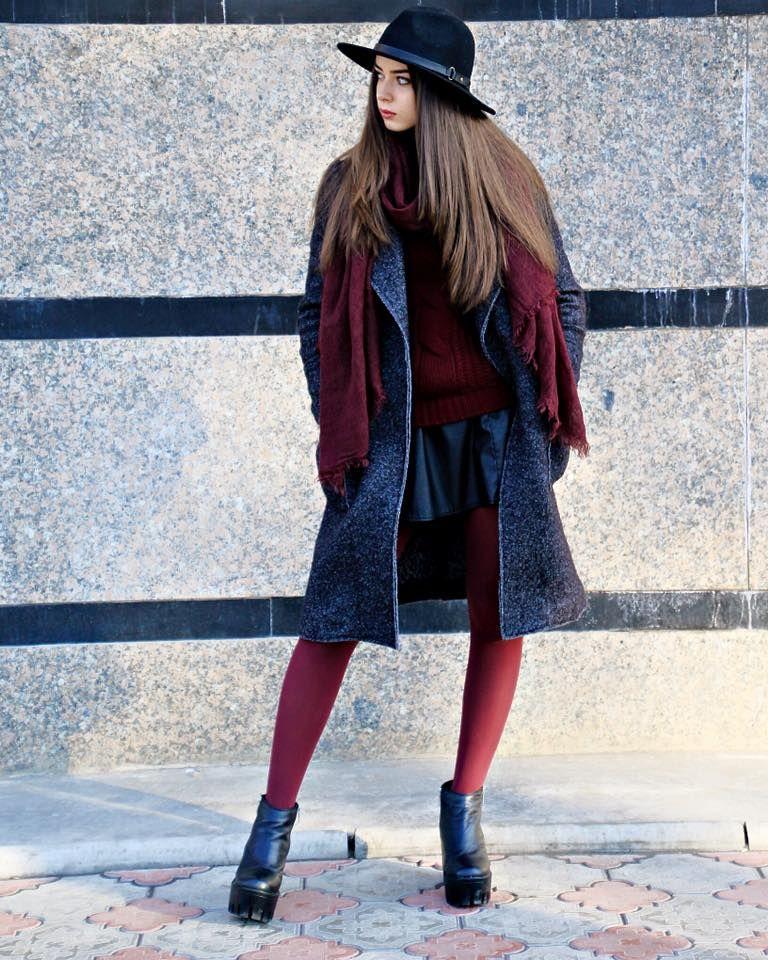 Колготки – яркий акцент в капсуле с осенним пальто, юбкой и шляпой