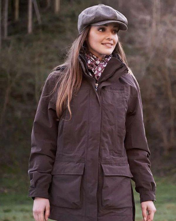 Теплая кепка – элемент задорности и озорства в ансамбле с осенней паркой