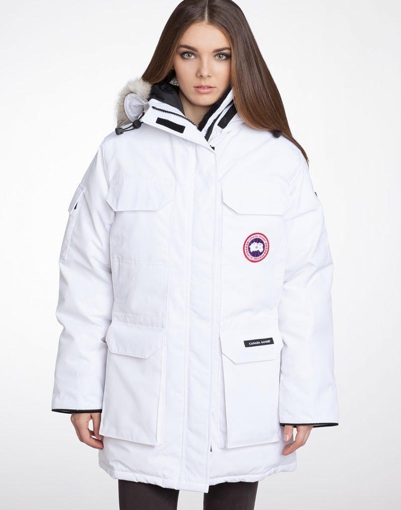 Белая парка – нарядная верхняя одежда, которая подходит абсолютно всем женщинам