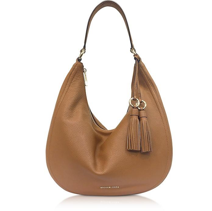 Hobo bag имеет серпообразную форму.
