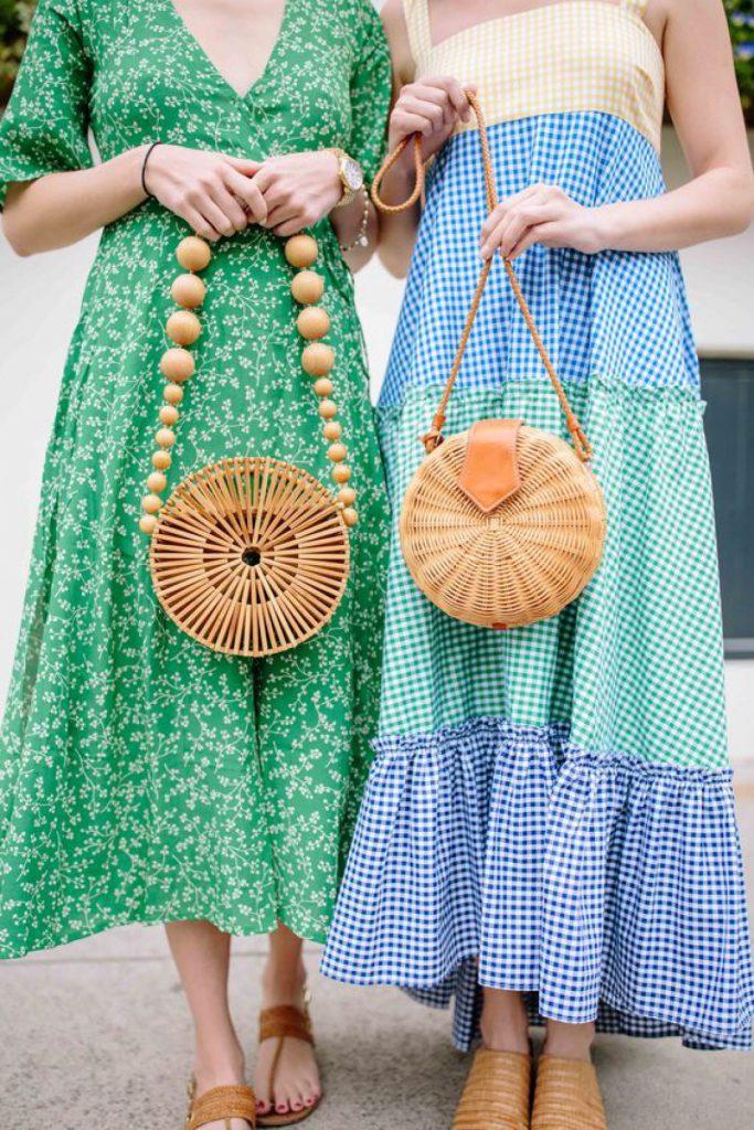 Сумки из бамбука хорошо смотрятся с летними платьями в пол.