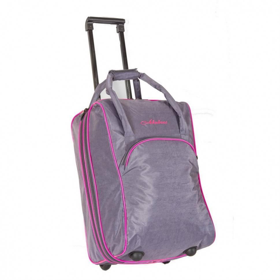 Сумка-чемодан очень удобна в путешествиях.