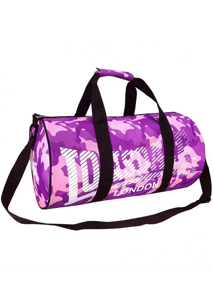 Спортивная сумка оснащается длинным ремешком и короткими ручками.