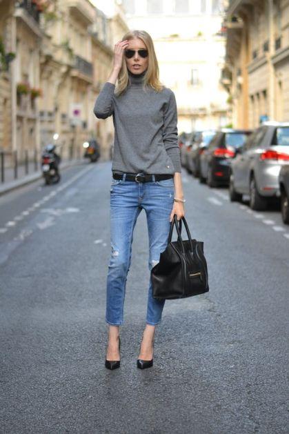 Свитер, заправленный лишь частично, в сочетании с джинсами – отличное решение для свободного времени, лаконичные лодочки на каблуке добавляют элегантную нотку в уличный стиль