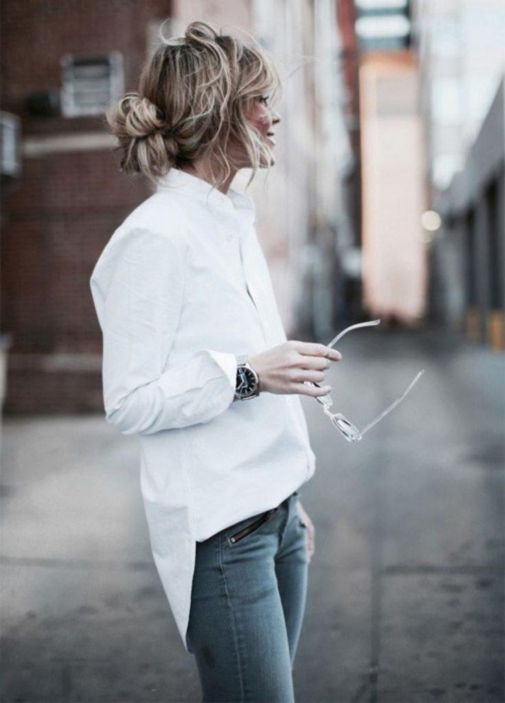 Рубашка, заправленная в брюки/джинсы лишь частично, является трендом, который надолго укрепился в моде