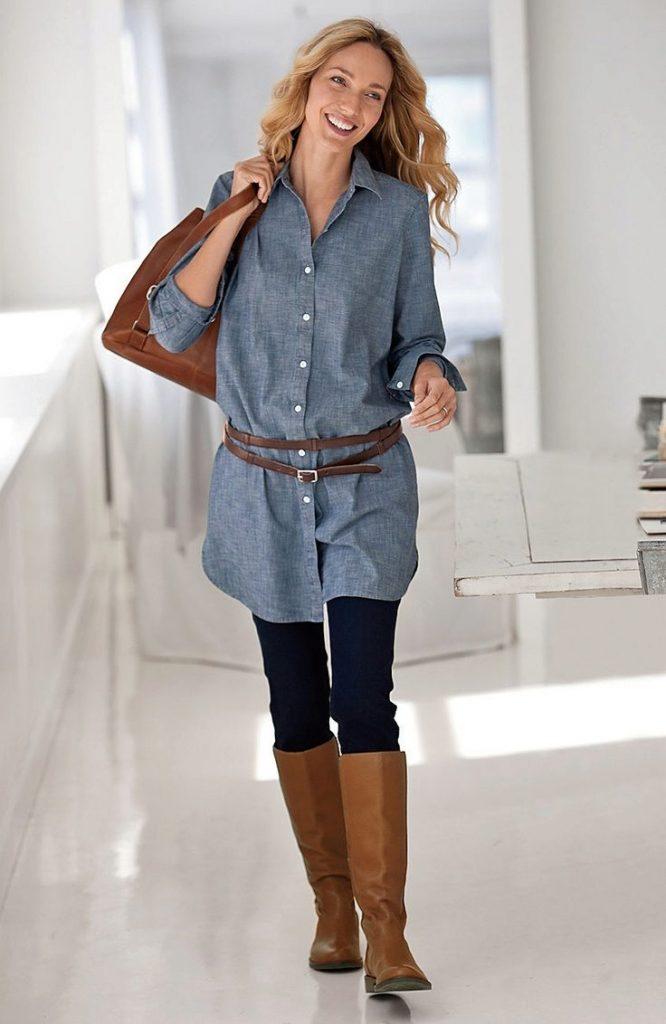 Голубая рубашка а-ля деним в сочетании с рыже-коричневым ремнем и аналогичными сапогами и сумкой позволит создать образ в ковбойском стиле, вполне пригодный для города