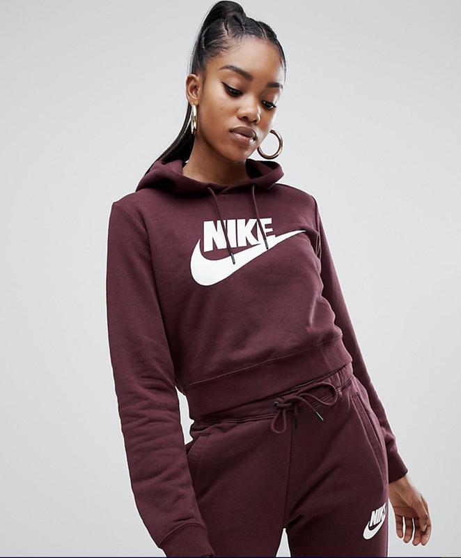 Спортивные костюмы Nike славятся высоким качеством.