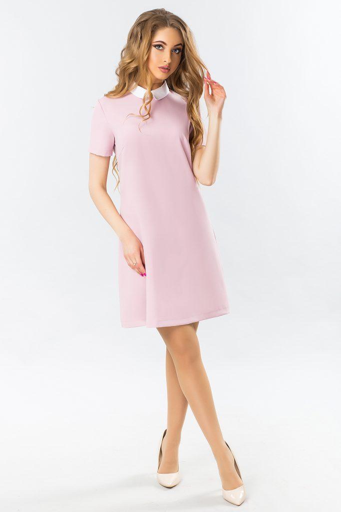 Лаконичное платье пастельного цвета, лодочки и легкие волны в волосах — все, что нужно для романтичного образа.