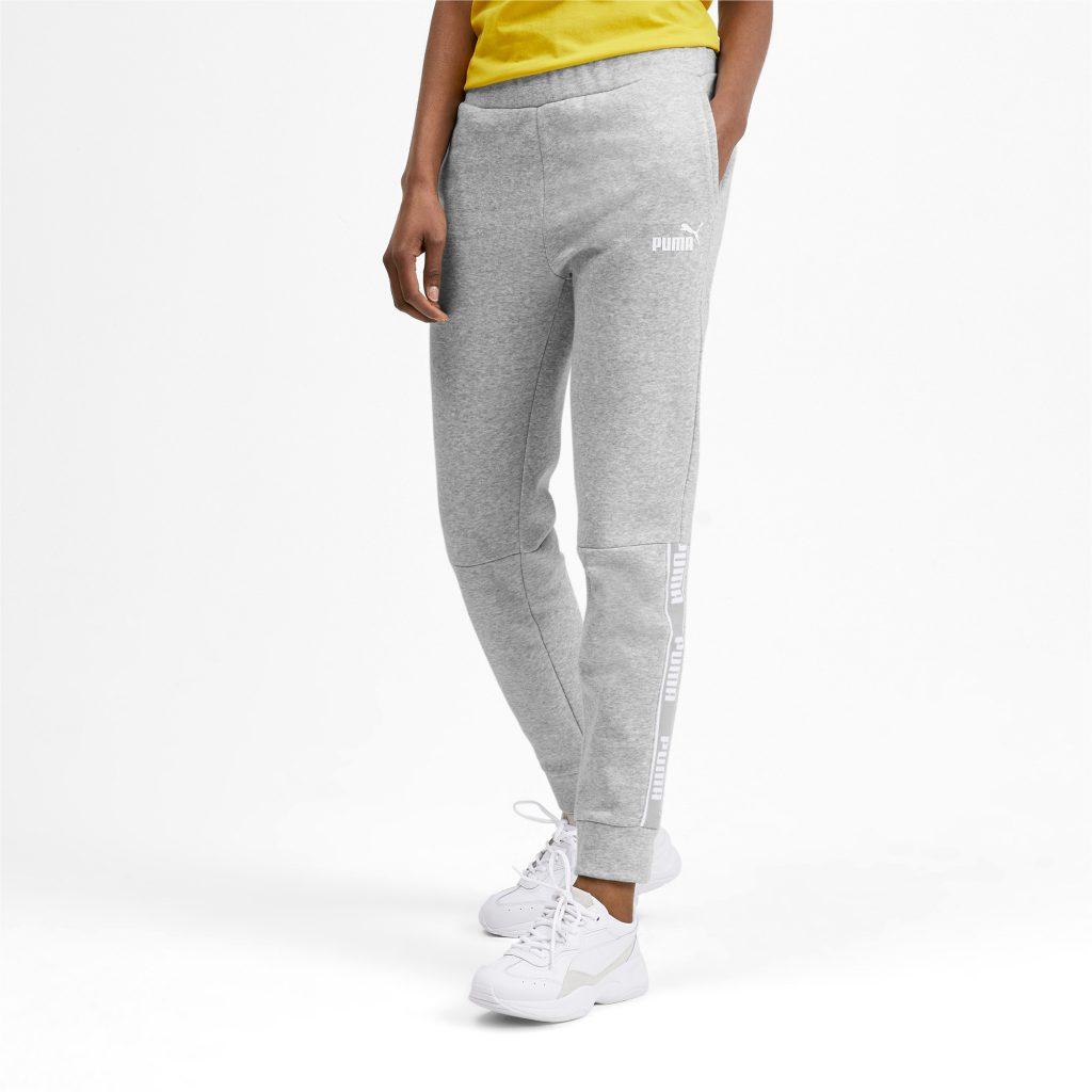 Свободные штаны с манжетами — популярная модель.