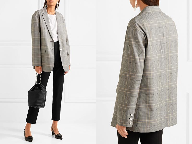 В образе собраны все тренды: пиджак оверсайз, укороченные брюки, туфли kitten heels и сумка-ведерко.