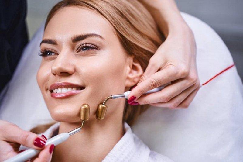 Омоложение лица: какие процедуры косметологии самые эффективные и востребованные