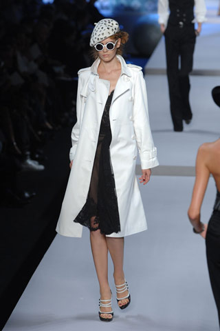 http://glamurnenko.ru/images/fashion2/coat_dior1_big.jpg