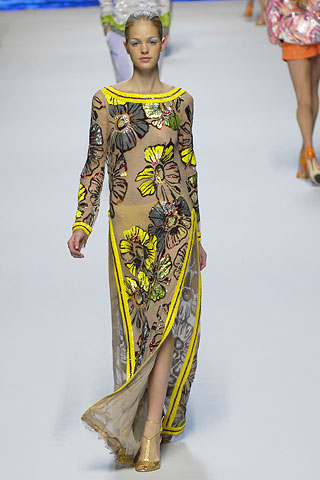 http://glamurnenko.ru/images/fashion2/fl_blumarine2_big.jpg