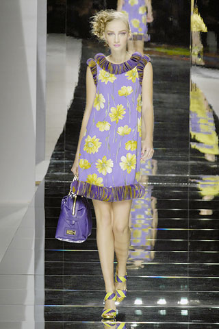 http://glamurnenko.ru/images/fashion2/fl_valentino1_big.jpg